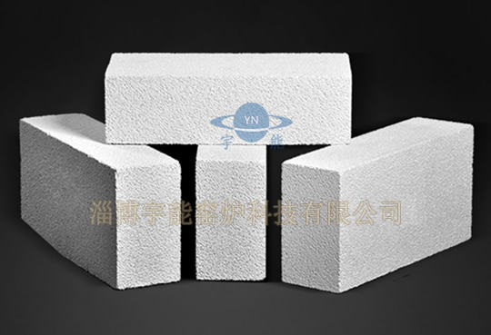 Lightweight mullite brick